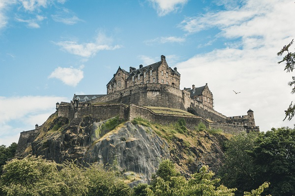 Edinburgh Investment Trust, Edinburgh castle by Jorg Angeli, Unsplash
