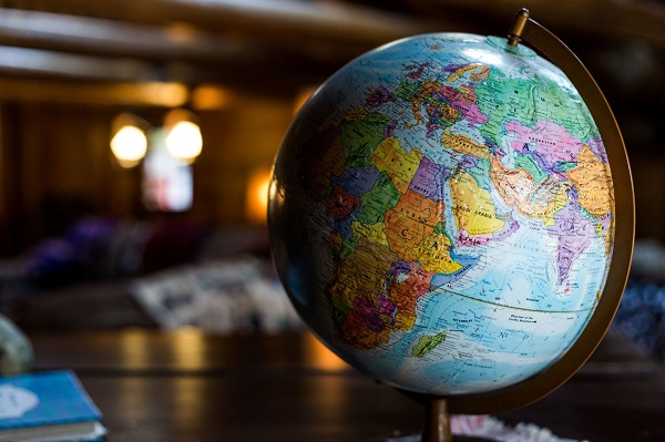 Globe on a tabletop: Kyle Glenn at Unsplash