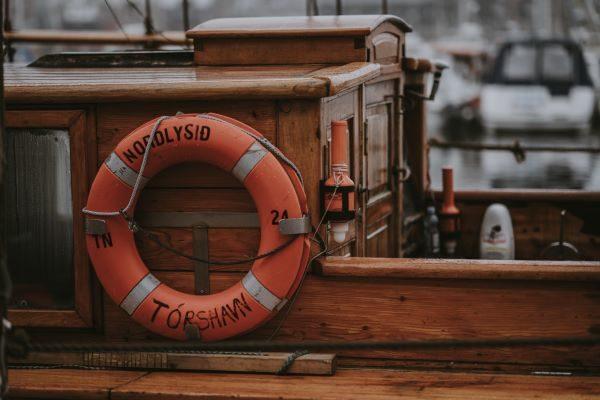 Rubber ring on a boat, Photo by Annie Spratt on Unsplash