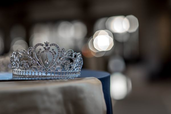 Crown image, Photo by Church of the King on Unsplash